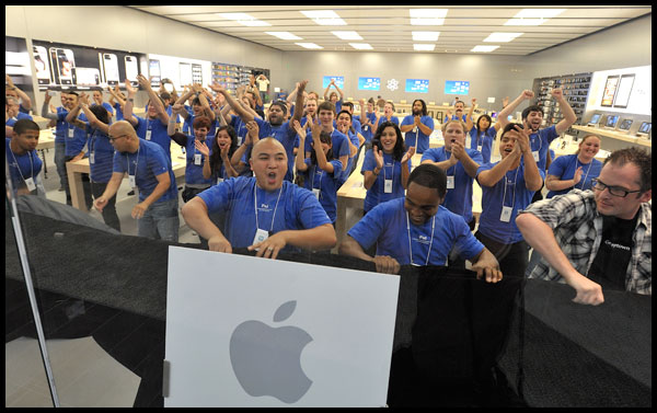 apple_employees_retail_store